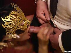 تازه عروس ها در یک عکس عکاسی صریح و كانال عكس سكسي بدون لباس مشغول فیلمبرداری هستند