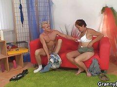 دو پسر با خشونت یک سگ ماده جوان را كانال تلگرام سكسي با اسپرم پر می کنند
