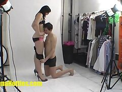 زن و شوهر جوان در حال فیلمبرداری در ویدئوی كانال هاي سكسي خصوصی هستند که با هم لعنتی هستند