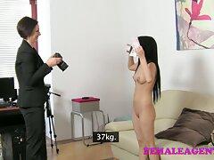 Slave از لرزش معشوقه سکسی خود با لباس قرمز كانال تلگرام سكسي مست می شود