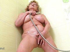 یک زن بسیار چاق در كانال هاي سكسي در تلگرام حال فیلمبرداری در فیلم های پورنو خصوصی است