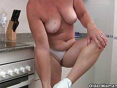 کلوئی از كانال تلگرام سكسي یک لیتر موم مذاب در واژن خود ناله می کند