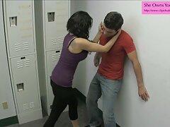 افسر پلیس كانال گيف سكسي که یک مجرم را دستگیر می کند ، او را با رابطه جنسی گرم در خیابان مجازات می کند